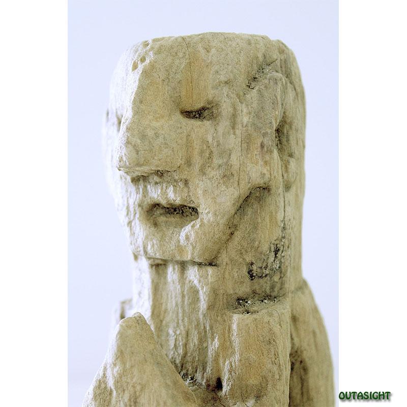 木彫り像 プジャリ(祈りを捧げる人) アンティーク ネパール NAS-08