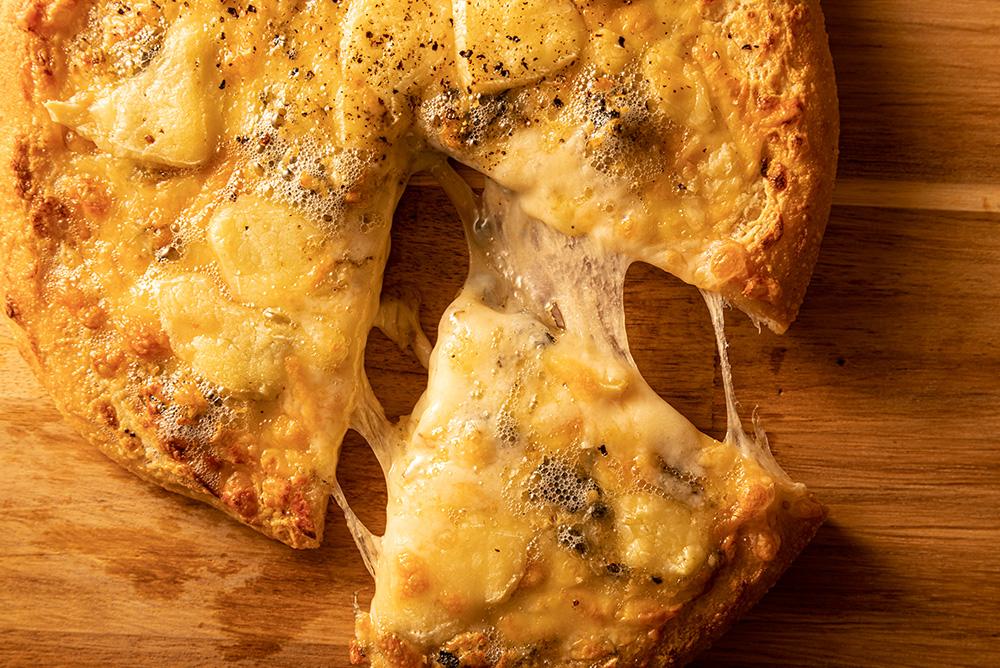 とろとろチーズピザ