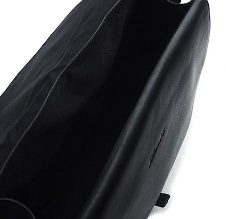 CHANDA〔チャンダ〕カウハイド メッセンジャーバッグ
