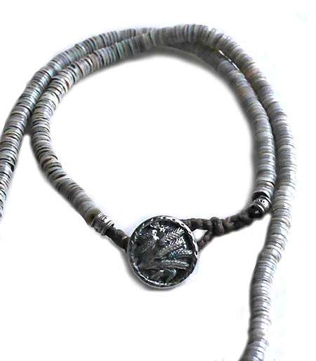 CHAFF DESIGN〔チャフ・デザイン〕Grey Shell On Silver & Gold Ring Necklace