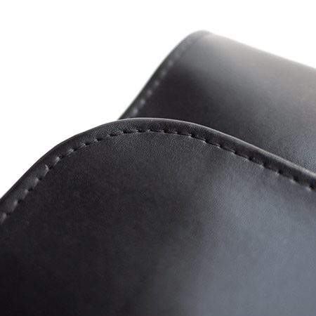 CHANDA〔チャンダ〕カウハイド ユーティリティクラッチバッグ / ブラック×ブラック�