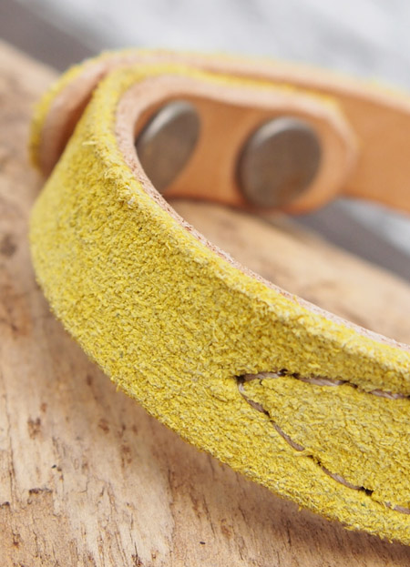 HTC 〔エイチティーシー〕 ブレスレット 別注 Suede Leather Turquoise&Umbrella Studs Bracelet / Yellow