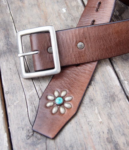 """HTC 〔エイチティーシー〕 ベルト End Only """"FLOWER"""" Studs Turquoise Stone Belt / Brown"""