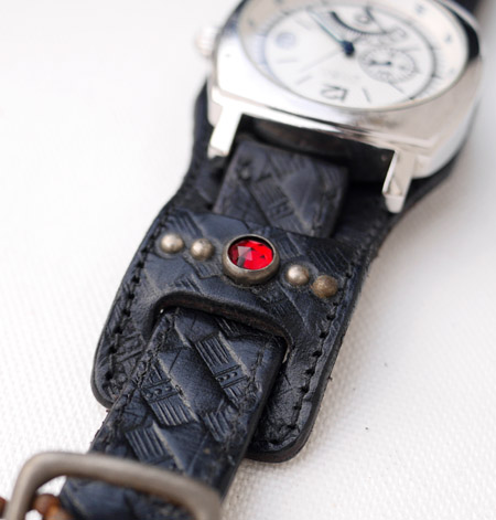 HTC 〔エイチティーシー〕 ウォッチベルト Emboss Polis Black Watch Belt  /  RED-BLUE Glass Stone