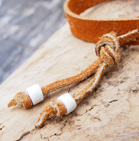 HTC 〔エイチティーシー〕 ブレスレット 別注 Suede Leather Turquoise&Round Studs Bracelet / Camel