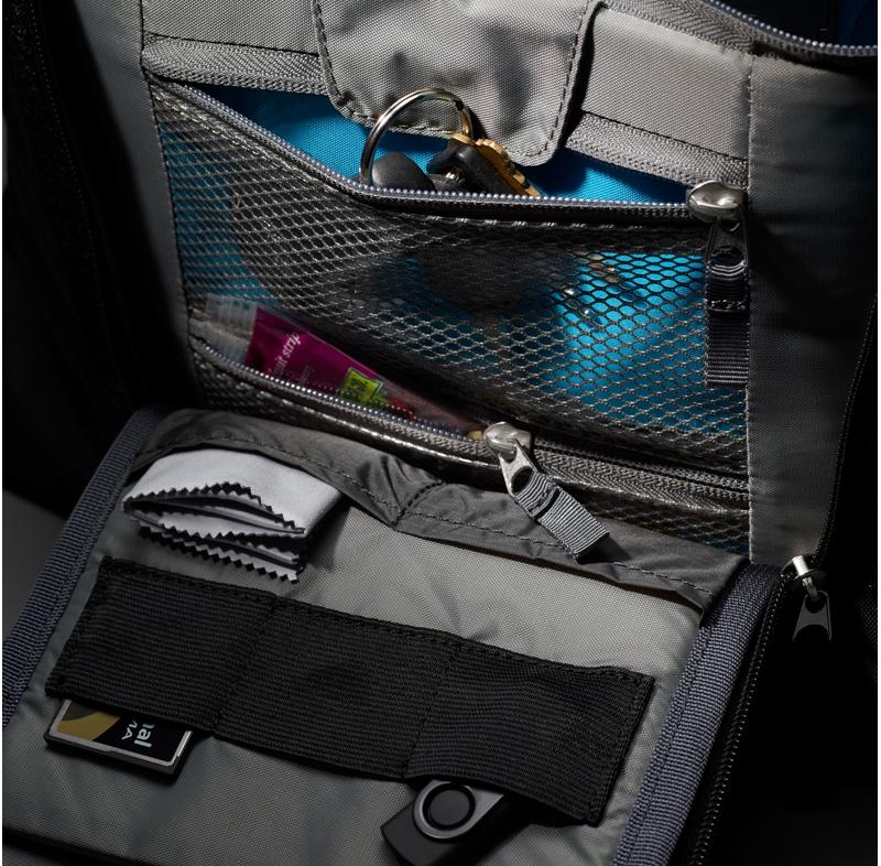 Thule Perspektiv MacBook Pro15インチとデジタル一眼レフカメラが収納できる メッセンジャーバッグ (TPMB101)