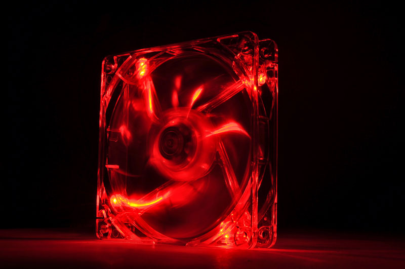 Thermaltake 低ノイズ、長寿命設計の冷却ファン 12cm Pure 12 LED Red (CL-F019-PL12RE-A)