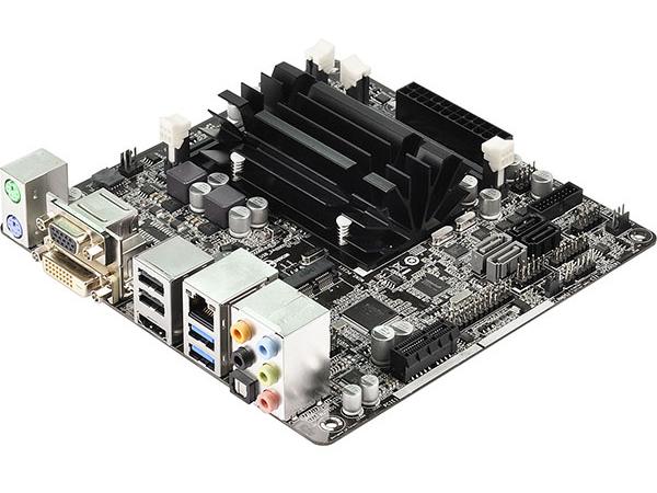 ASRock  Celeron J1900をオンボードで搭載したマザーボード Q1900-ITX