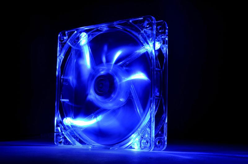 Thermaltake 低ノイズ、長寿命設計の冷却ファン 12cm Pure 12 LED Blue (CL-F012-PL12BU-A)