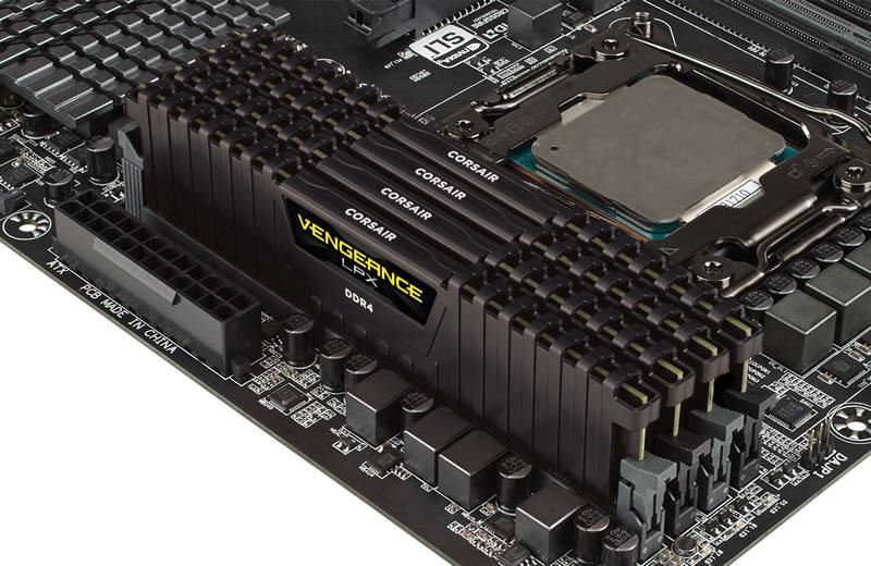 Corsair 16GB(4GBx4) DDR4 3200MHz(PC4-25600) 永久保証 (CMK16GX4M4B3200C15)
