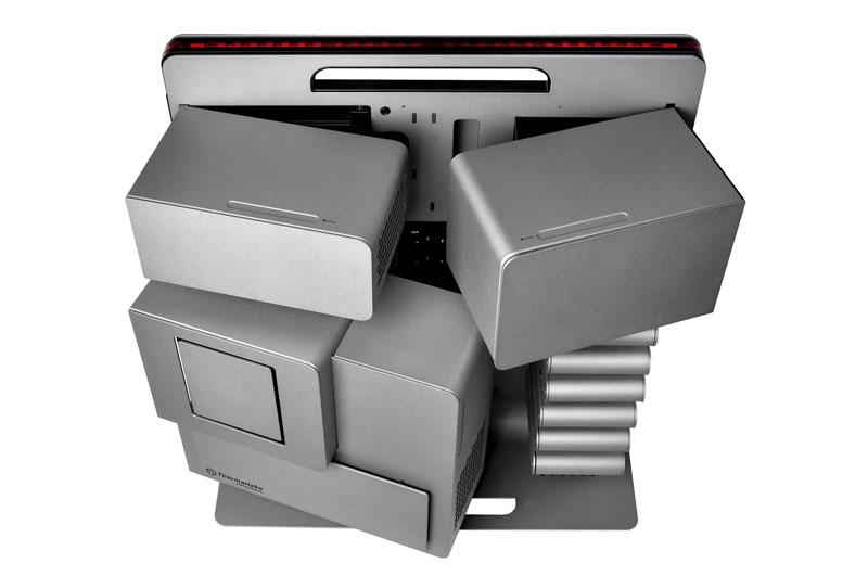 Thermaltake Level 10 Tiitanium Limited Edition BMWとコラボした50台限定のフルタワーPCケース (VL300A9N1N)