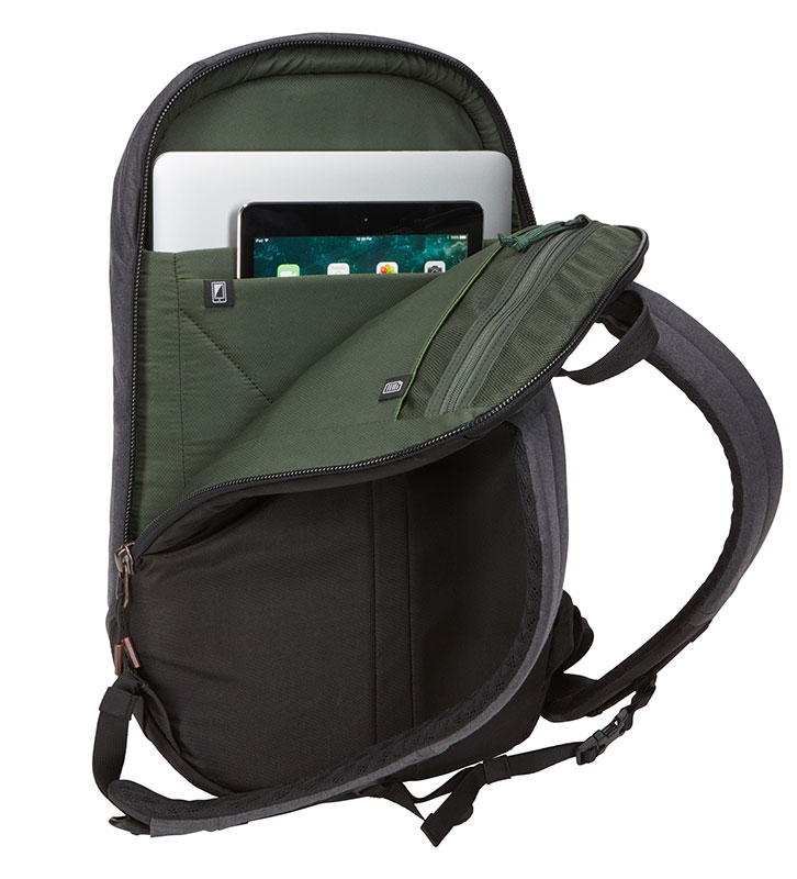 Thule Vea 17L Backpack 17リットル ブラック バックパック/リュック TVIP-115K