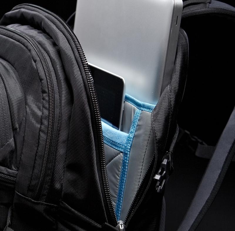 Thule EnRoute Blur Daypack MacBook Pro17インチ とiPadの専用収納を備えた23リットルデイパック パープル (TEBD-117PRUPLE)