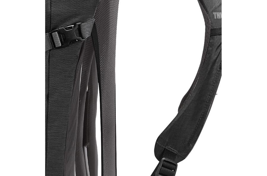 Thule Capstone 22リットル S/M 男性用ハイキングパック リュックサック - Black/Dark Shadow (207400)