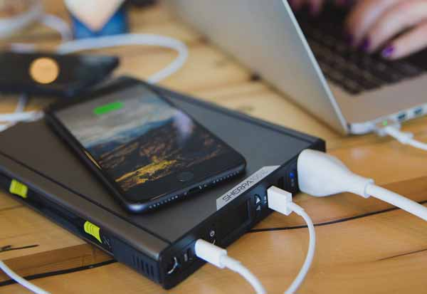 Goal Zero Sherpa 100 AC Power Bank 6400mAh 重量約907g ACコンセントやQiワイヤレス充電機能を搭載したポータブルバッテリー|22050