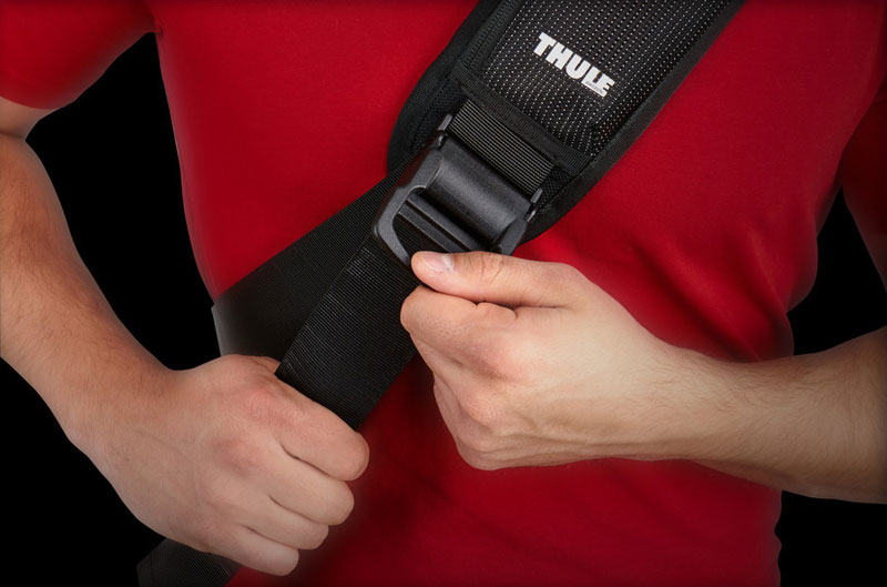 Thule Sling Bag TCSP-313 MacBookPro13インチサイズのPCを収納できるメッセンジャーバック (TCSP-313K)