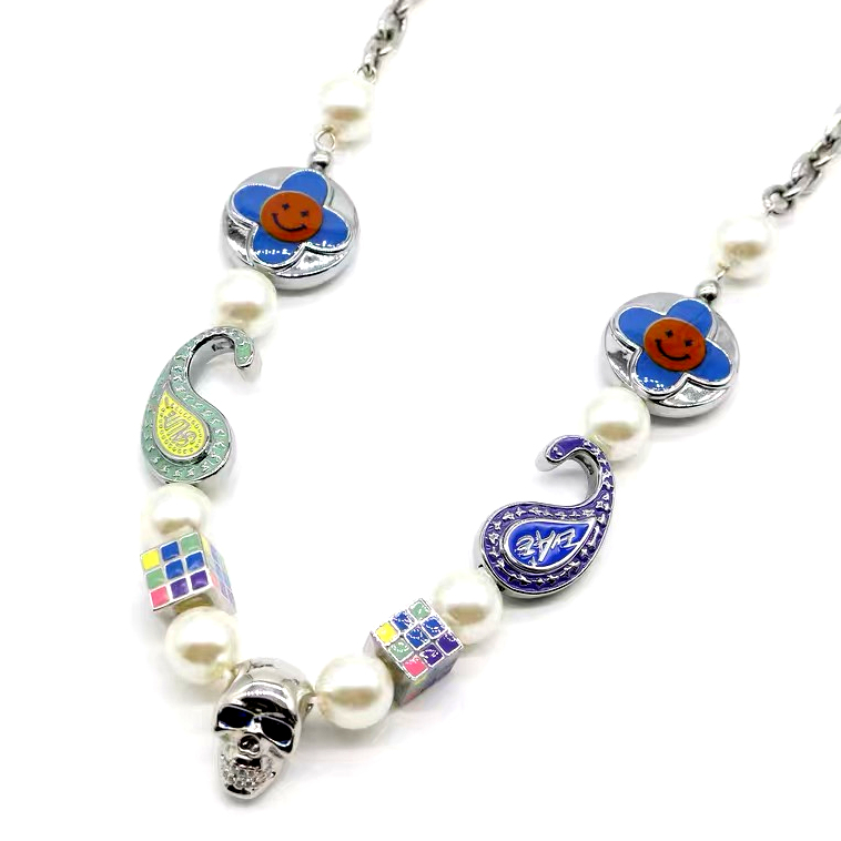 EVAE+MOB(エバーモブ) Smiley Pearl Necklace