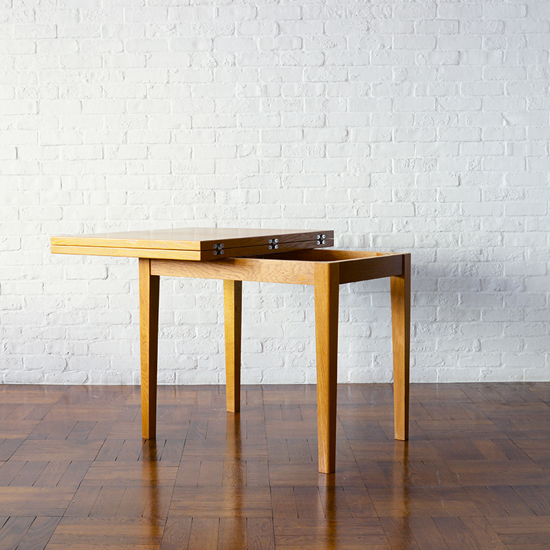 DH  DINING TABLE