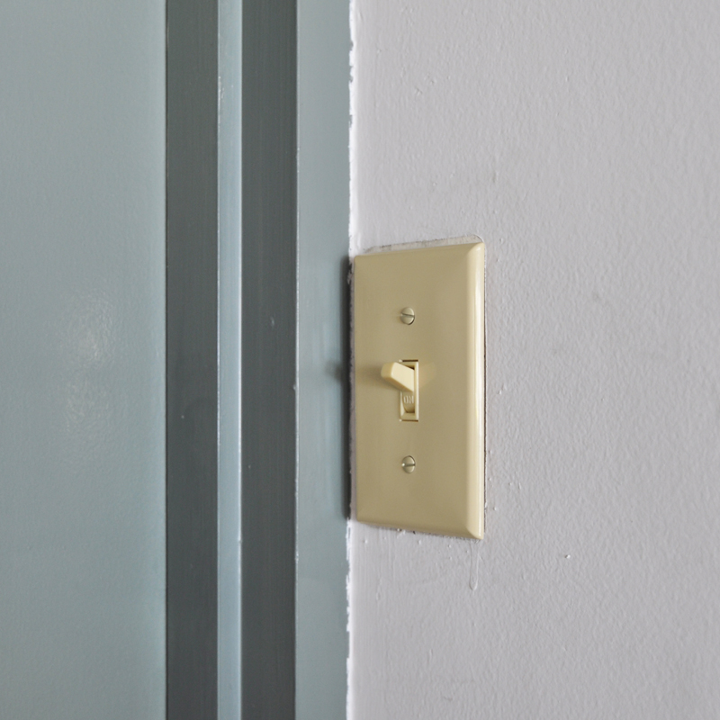 TOGGLE SWITCH PLATE - IVORY