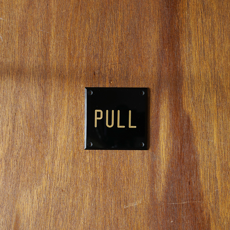 ENGRAVED SIGN PLATE  / BLACK x GOLD