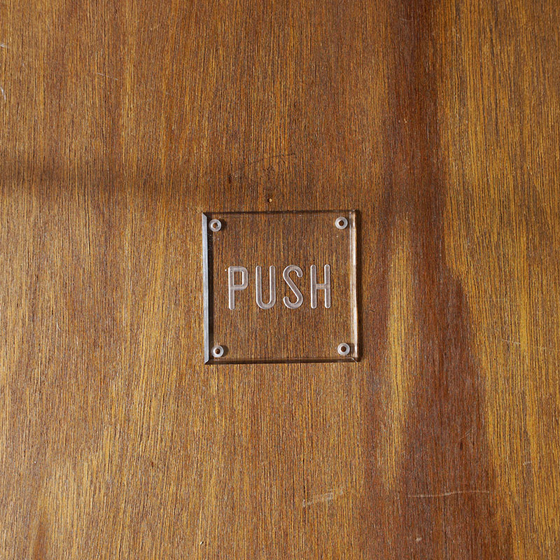 ENGRAVED SIGN PLATE / CLEAR