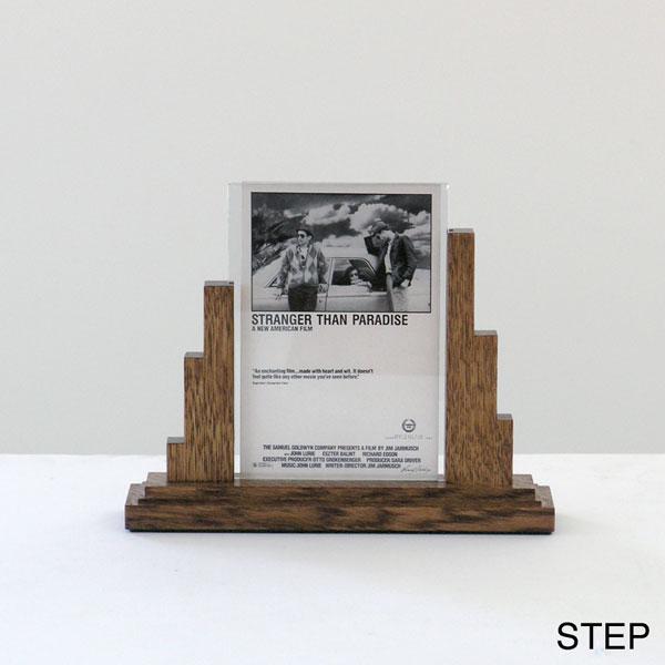 PHOTO STAND - STEP