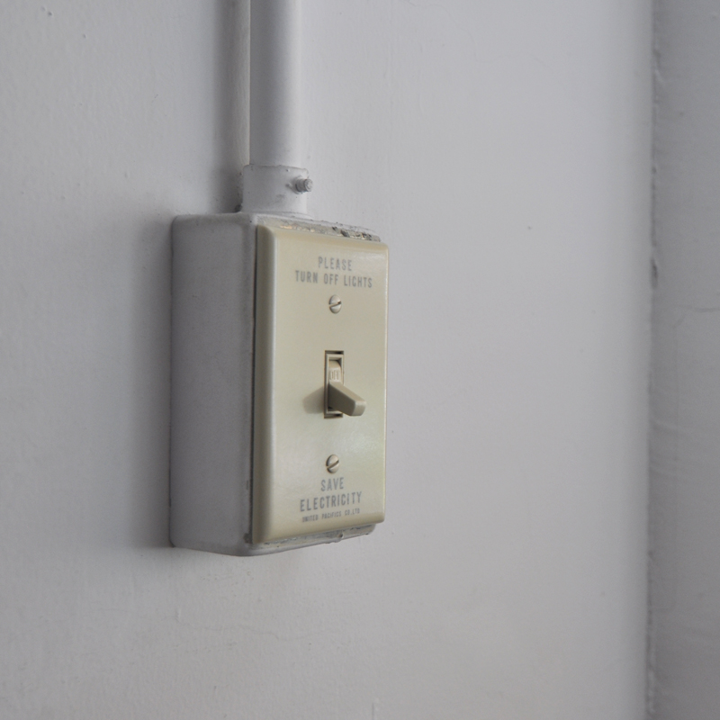 SAVE ENERGY   TOGGLE SWITCH PLATE - IVORY