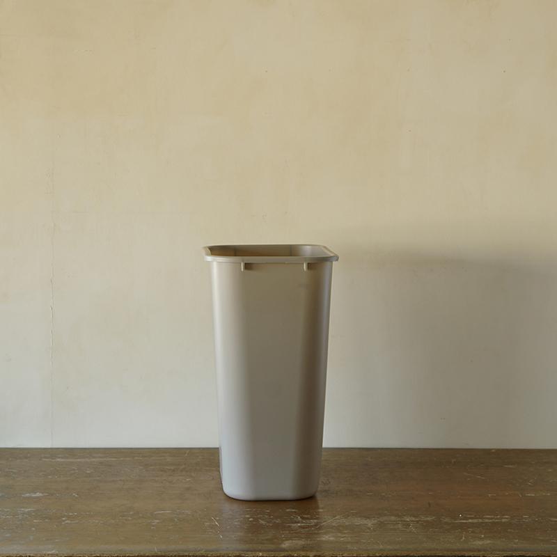 PLASTIC WASTE RECEPTACLE  (L) 39L