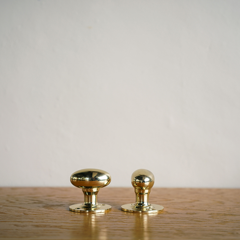 OVAL DOOR KNOB - Polished Brass (Solid)