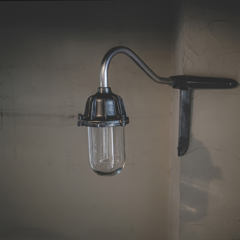 THPG CAST ALUMINIUM LAMP SMALL
