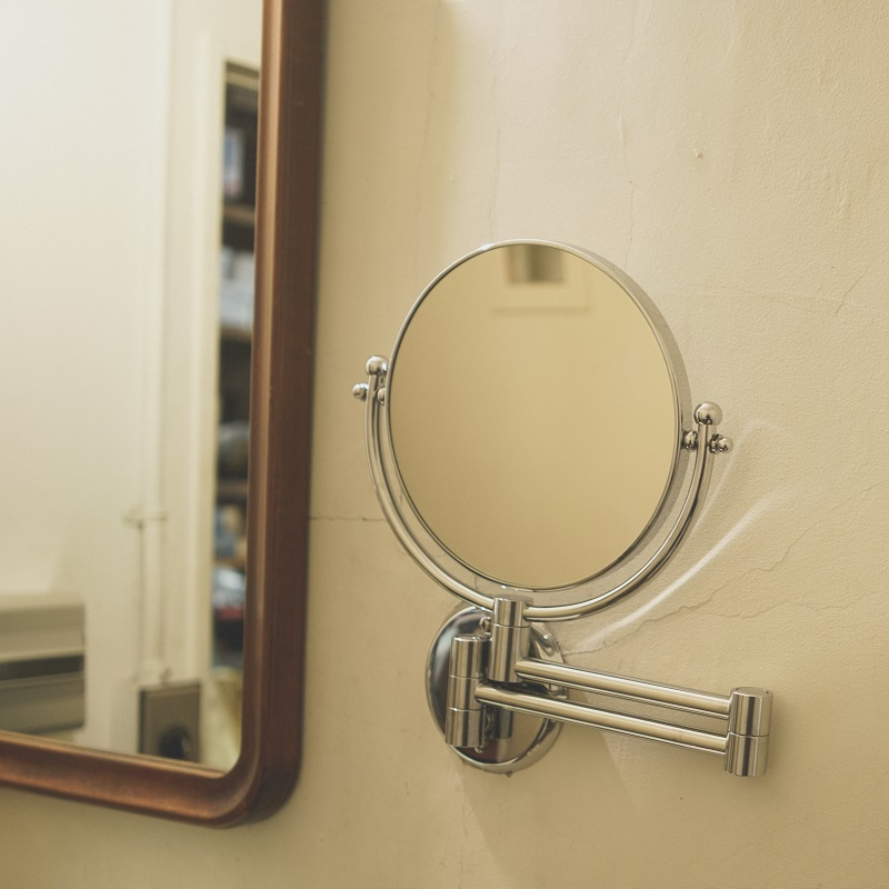 MAGNIFING TWO SIDE SHAVING MIRROR