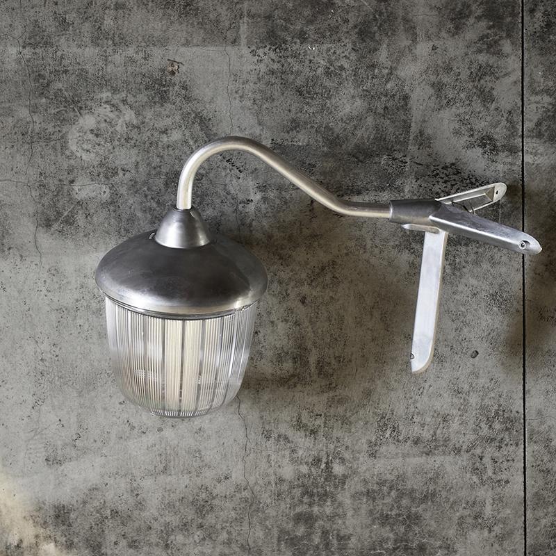 THPG CAST ALUMINIUM LAMP LARGE