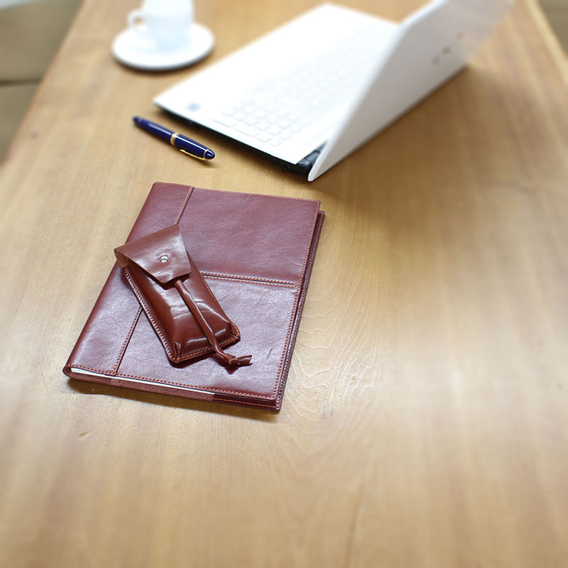 イタリアンレザーのノートカバー(B5判)とペンケースのセット