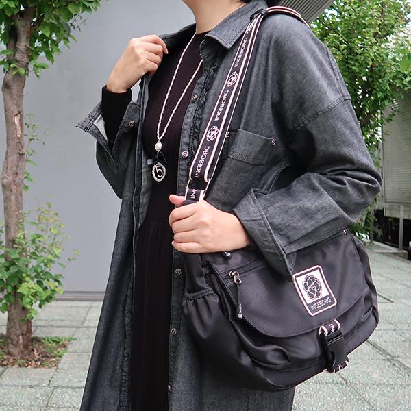【EC先行販売】ロゴ&カメリアテープマットサテンショルダーバッグ