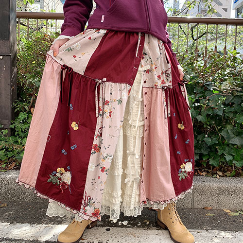 オフィーリアの花飾りプリントパッチワークスカート