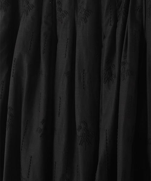 スズラン刺繍タックスカート