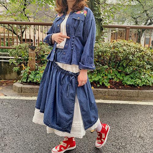 ローズ刺繍入りデニムジャケット