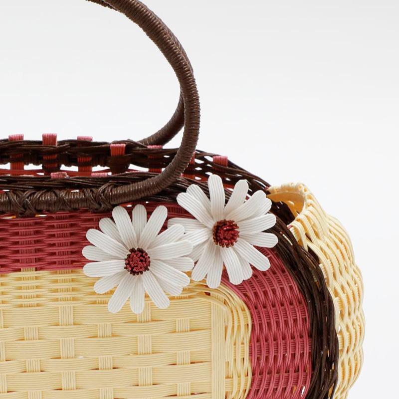 かわいいい花飾りのカゴ by 太陽工房