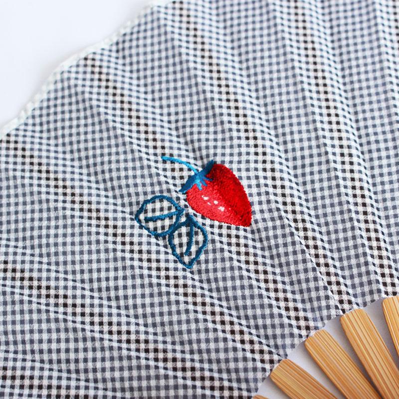 扇子 / フルーツ刺繍扇子 / イチゴ