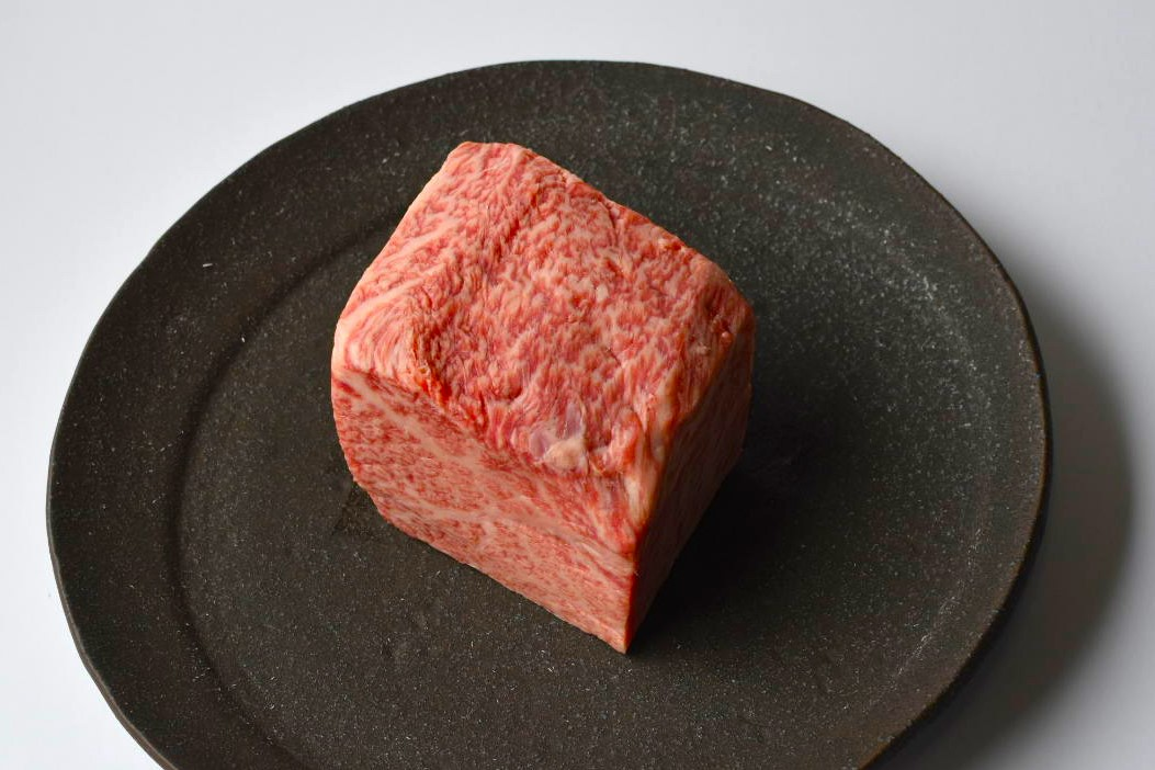 【塊(ブロック)肉300g】希少部位トモサンカク