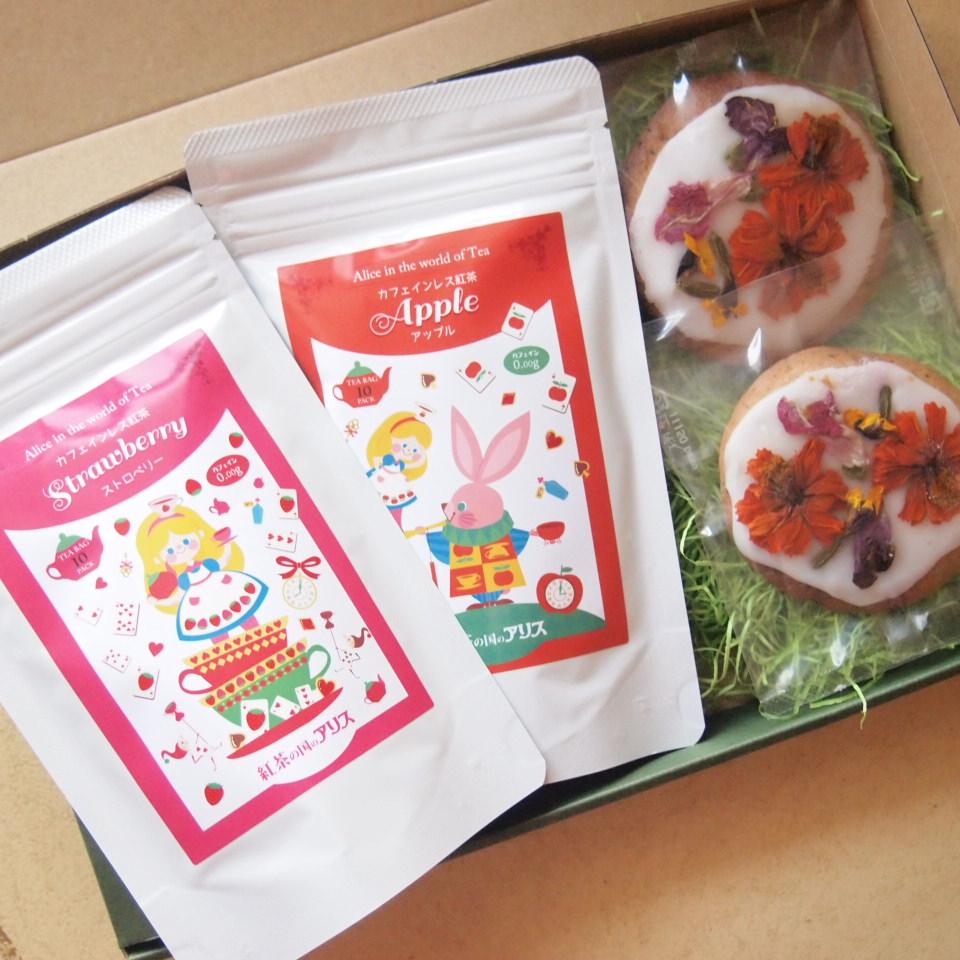 【食べれるお花】アリスの花園クッキーとカフェインレス紅茶選べる2種セット【送料無料】アールグレイのクッキーで丘を作り、エディブルフラワーで花園を表現しました。敬老の日 贈り物 プレゼント 退職祝い ギフト のしがけ ラッピング無料(木曜迄の注文を翌週金曜迄出荷)