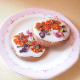 【食べれるお花◎お得な10枚セット】アリスの花園クッキー(送料無料・簡易ラッピング資材無料)アールグレイのクッキーで丘を作り、エディブルフラワーで花園を表現しました。アーティストが1つ1つ丁寧に作る手作りクッキーです。(木曜迄の注文を翌週金曜迄出荷)