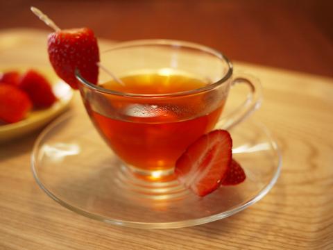 カフェインレス 紅茶 ストロベリー(ティーバッグ 10包入)ミルクを入れたら「いちごミルクティー」に♪♪【メール便・2000円以上で送料無料!】紅茶の国のアリス ノンカフェイン紅茶