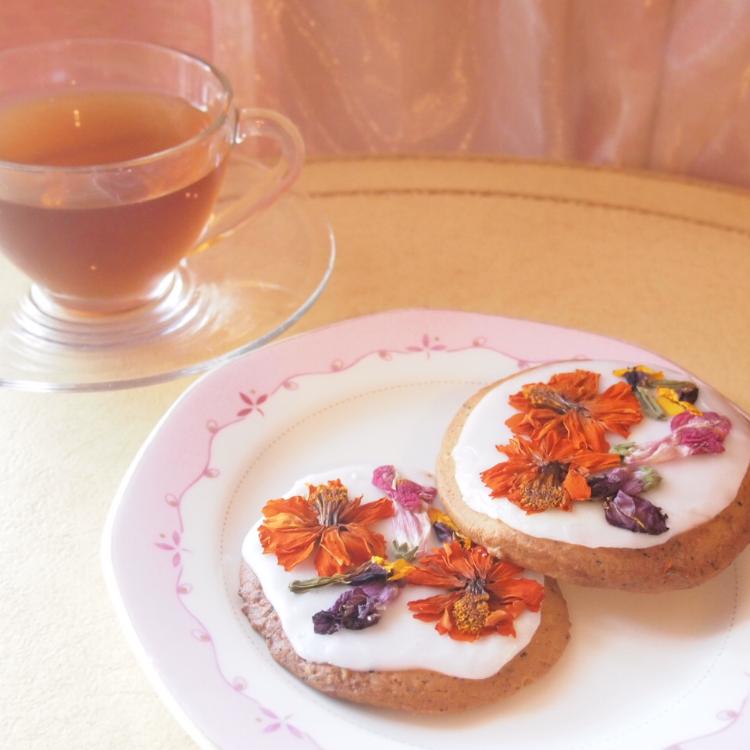 【食べれるお花】アリスの花園クッキーとカフェインレス紅茶選べる3種セット【送料無料】アールグレイのクッキーで丘を作り、エディブルフラワーで花園を表現しました。敬老の日 贈り物 プレゼント 退職祝い ギフト のしがけ ラッピング無料(木曜迄の注文を翌週金曜迄出荷)