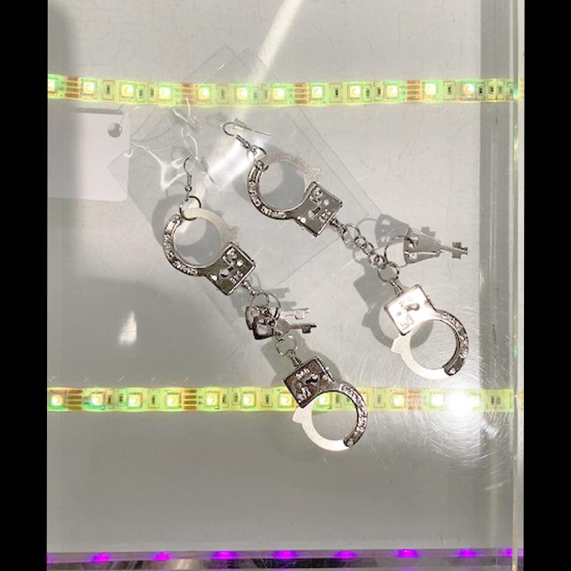 【PREGA】手錠型ピアス