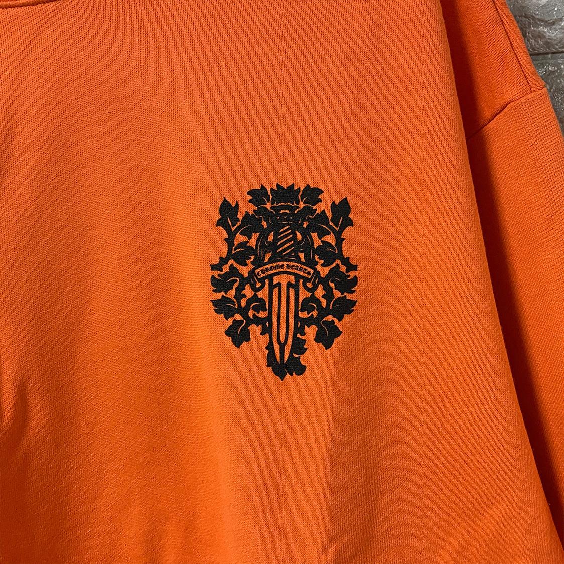 希少 新品 クロムハーツ CHROMEHEARTS 【Lサイズ】 バックダガー プリント プルオーバー パーカー フーディ オレンジ