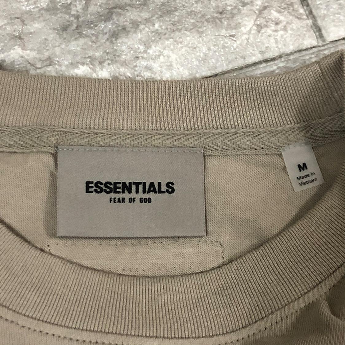 2020新作 新品 FOG Fear Of God Essentials フェアオブゴッド エッセンシャルズ 【Mサイズ】 LOGO TEE Tシャツ 半袖 エッセンシャル TAN タン フォグ