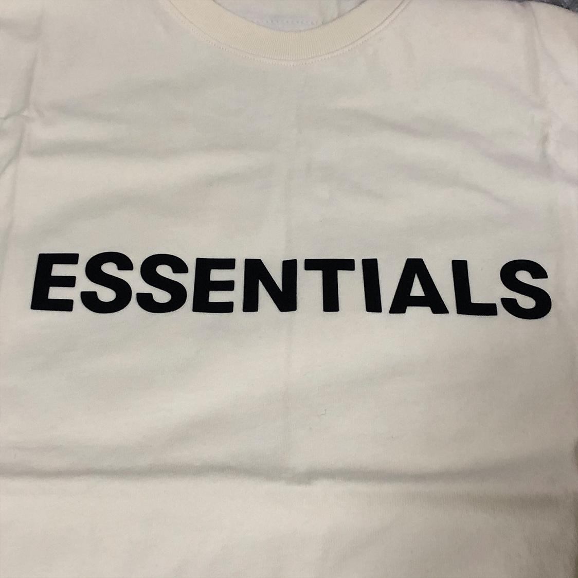 2020新作 新品 FOG Fear Of God Essentials フェアオブゴッド エッセンシャルズ 【Sサイズ】 LOGO TEE Tシャツ 半袖 エッセンシャル CREAM クリーム フォグ