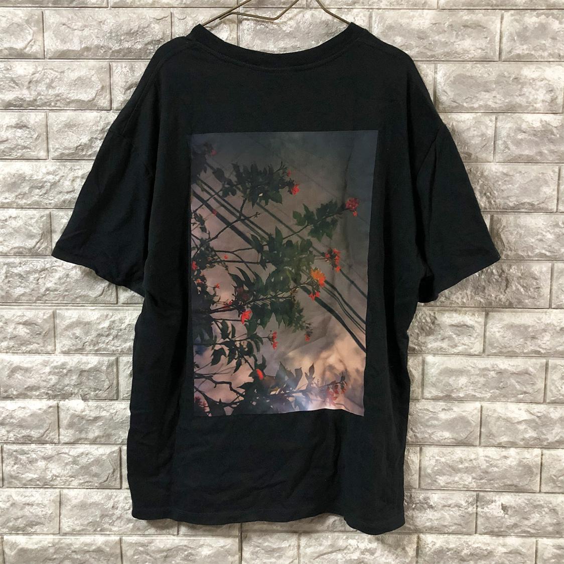 正規品【Mサイズ】FOG ESSENTIALS フォグ エッセンシャルズ Shaniqwa Jarvis Photo Boxy Graphic T-SHIRT バック フォト Tシャツ fear of god PACSUN