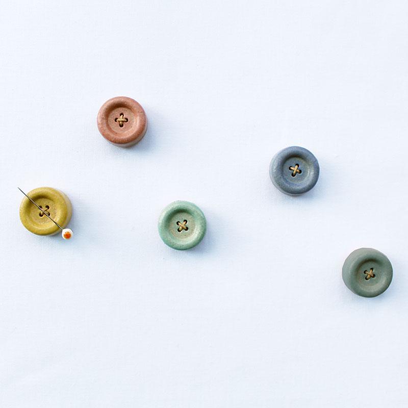 信楽焼のボタンマグネット